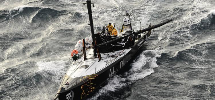 Volvo Ocean Race, lavori in corso su Azzam