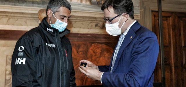 Vela e riconoscimenti, Giancarlo Pedote riceve il Giglio d'Oro dal sindaco Dario Nardella