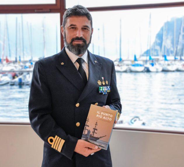 Vela e libri, Gianfranco Bacchi, ex comandante del Vespucci, presenta Il Punto più Alto